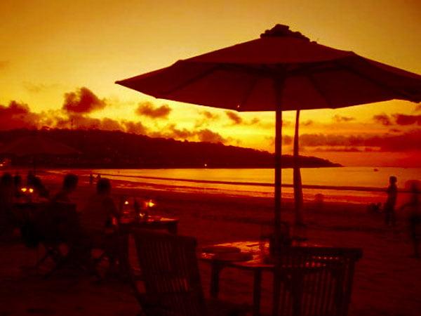 Mengenangmu Di Pantai Jimbaran