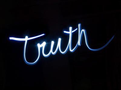 Ketika Kebenaran Kehilangan Wibawa