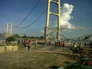 Jembatanruntuh