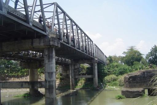 Isak Tangis Jembatan Bacem