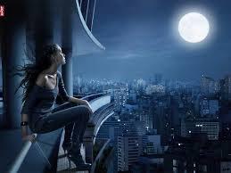 menatap bulan